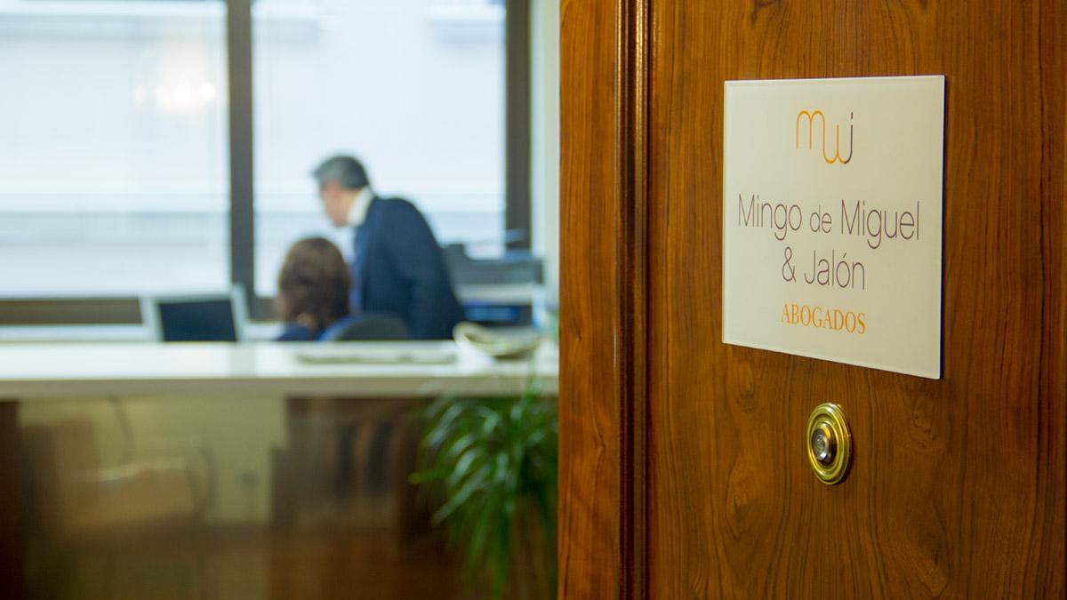 Entrada despacho abogados Mingo Jalón